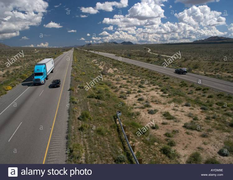 desert-highway-interstate-highway-10-on-edge-of-sonoran-desert-south-AYDM9E